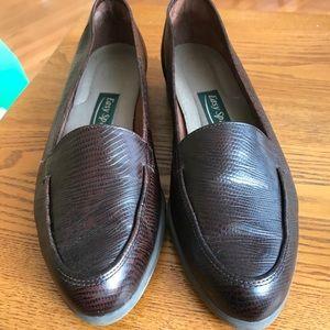 Easy Spirit Brown Lizard print shoes
